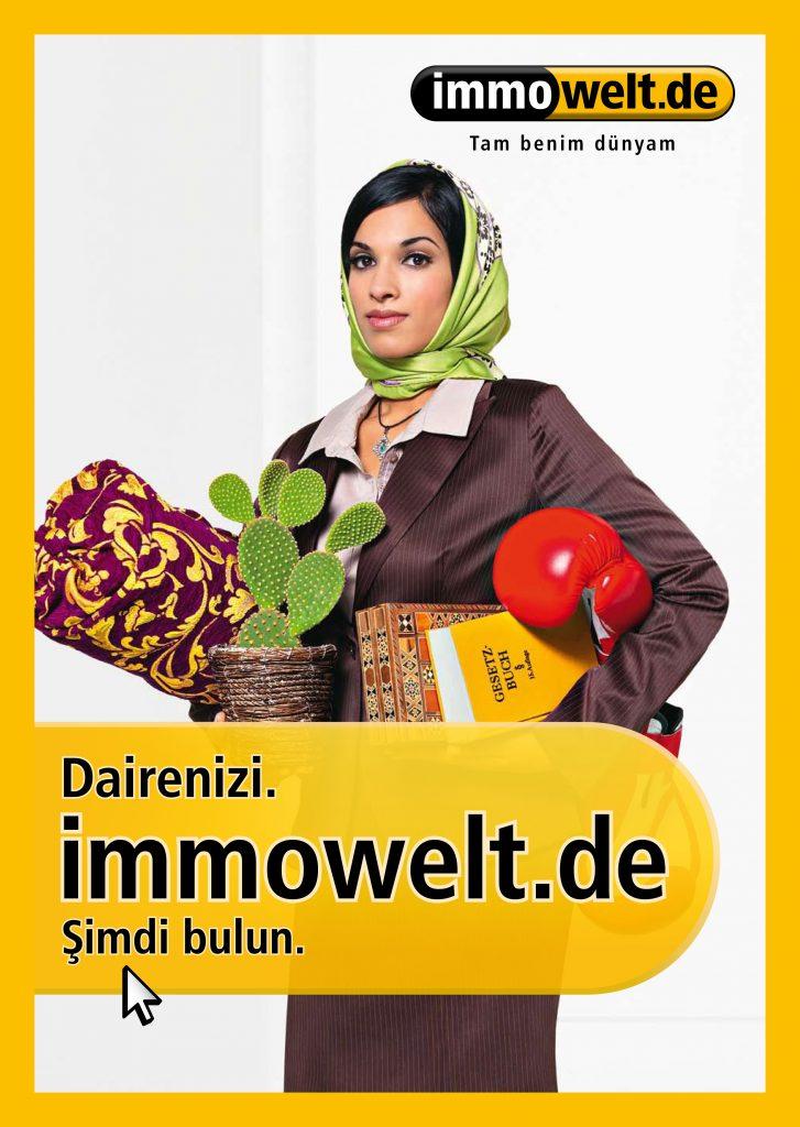 Frau mit Kopftuch auf Immowelt Plakat